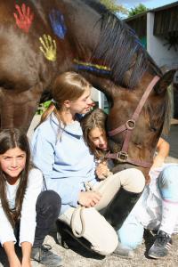 3 Mädels mit Pferd