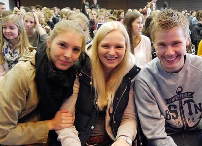 Larissa Reh, Laura Meiners und Lukas Koopmann gehören zu den 2700 Erstsemestern der Osnabrücker Hochschul-Standorte, die am Morgen feierlich in der Aula am Westerberg begrüßt wurden
