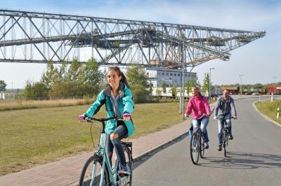 Radtour am Besucherbergwerk F60 / Quelle: Tourismusverband Lausitzer Seenland, Nada Quenzel