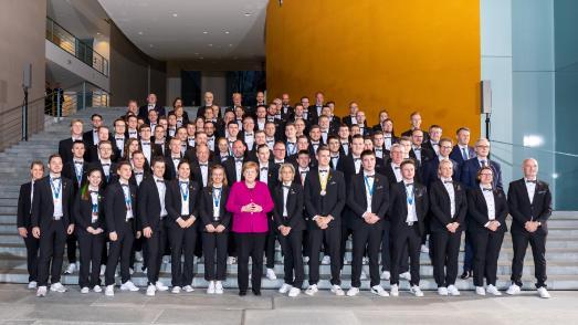 Bundeskanzlerin Dr. Angela Merkel empfing am gestrigen Tag die Deutsche Berufe-Nationalmannschaft im Bundeskanzleramt und sprach dem Team ihre Anerkennung für die große Leistung bei der WM der Berufe im russischen Kasan aus. Fotohinweis: WorldSkills Germany / Frank Erpinar