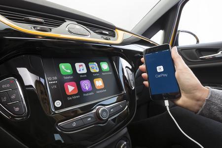 Clever: Das Radio R4.0 IntelliLink ist mit Apple CarPlay kompatibel und holt die persönlichen Smartphone-Dienste ins Auto