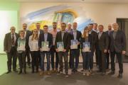 Die sieben besten Studierenden der Fahrzeugtechnik und des Maschinenbaus an der Hochschule Osnabrück freuten sich zusammen mit ihren Förderern und Professoren über die Auszeichnung mit den Krone-Stipendien. (Foto: Dr. Bernard Krone Stiftung)