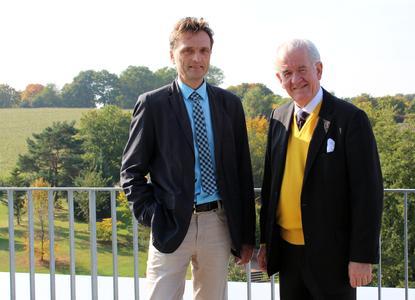 Hochschul-Präsident Prof. Dr. Andreas Bertram (links) begrüßte José Joaquín Chaverri Sievert an der Hochschule Osnabrück