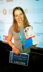 PALONEO   Yvonne Reichelt nach der Preisverleihung am 12. Oktober 2014 in Berlin