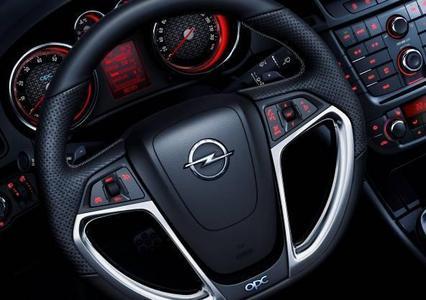 Der Opel Insignia OPC, mit einer Leistung von 239 kW/325 PS das Top-Modell der Marke, steht ab sofort auch mit einem sechsstufigen Automatikgetriebe zur Verfügung.