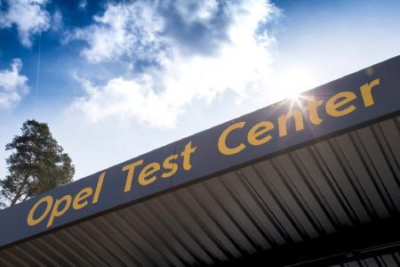 Fünf Jahrzehnte Tests bis zum Limit: Am 10. September feiert Opel den 50. Geburtstag des Test Centers in Rodgau-Dudenhofen