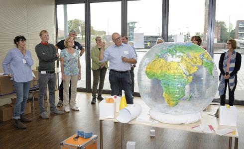 """Für Bremen präsentierte Projektleiter Heinfried Becker das Modellprojekt """"HAKS – HandwerksAusbildung für Klimaschutz""""  den Teilnehmenden der BBNE-Fachwerkstatt und zog eine positive Bilanz."""