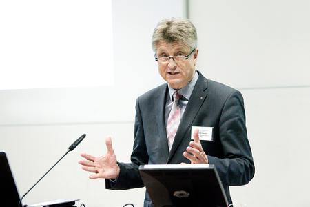 """Bei der Eröffnung der 16. Kunststofftagung beantwortete Dr. E.h. Fritz Brickwedde, Präsident des Bundesverbandes Erneuerbare Energie (BEE), die aktuelle Frage """"Schafft Deutschland die Energiewende?"""""""