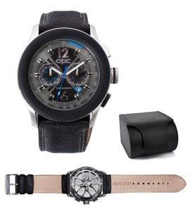 Mehr als nur ein Schmuckstück: Der wasserdichte OPC-Chronograph mit Edelstahlgehäuse, hochwertigem Lederarmband und schwarz-silbernem Ziffernblatt strahlt für 149 Euro sportive Eleganz aus