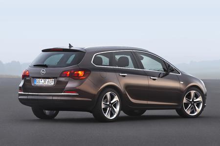 Spar-Astra: Der Opel Astra stößt mit dem 81 kW/110 PS starken 1.6 CDTI nur noch 94 (statt wie bisher 97) Gramm CO2 pro Kilometer aus - in der Leistungsversion mit 100 kW/136 PS sind es künftig gerade mal 99 Gramm CO2 und damit fünf Gramm weniger. Foto Adam Opel AG