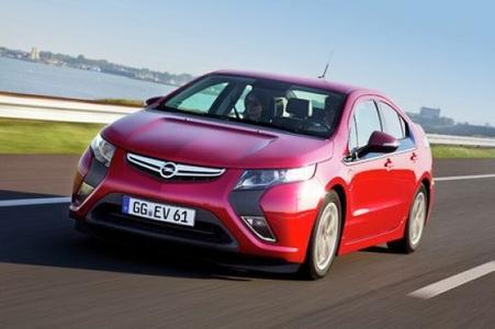 Typisch Opel: Der Innovationsgeist der Marke ist seit 150 Jahren ungebrochen. Mit dem Ampera fährt die Traditionsmarke in die Elektro-Zukunft. Dank Range-Extender-Technologie hat die viersitzige 150-PS-Limousine die gleiche Reichweite wie konventionelle Pkw und wurde im 150. Jubiläumsjahr in Europa mit dem Car of the Year Award ausgezeichnet