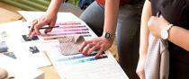 Kollektionsentwicklung: Stoff- und Farbauswahl