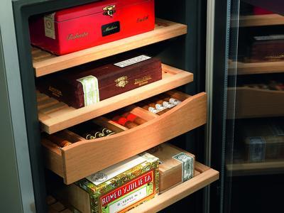 perfekte zigarrenlagerung mit dem neuen humidor von liebherr liebherr hausger te ochsenhausen. Black Bedroom Furniture Sets. Home Design Ideas