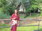 Steinzeitfrau Hilde berichtet über ihren Alltag in der Steinzeit. Einmaliger Abdruck frei, Copyright Pfahlbaumuseum Unteruhldingen