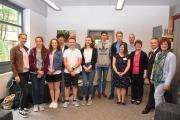 Über erstklassige Zeugnisse und viele lobende Worte, unter anderem von Bezirkstags-Vizepräsidentin Christa Naaß, freuten sich die ersten Teilnehmer am Freiwilligen Sozialen Schuljahr in Neuendettelsau