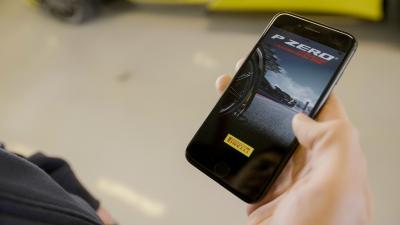 """Auf dem Genfer Automobil-Salon präsentiert Pirelli den neuen Pirelli P Zero Winter und die neue App """"Track Adrenaline"""""""