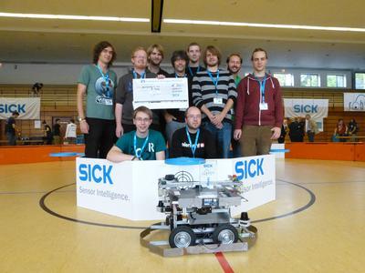 """Mit ihrem Roboter """"Deep Cube"""" gewann das gemeinsame Team der Hochschule und der Uni Osnabrück die Bronze beim renommierten internationalen Wettbewerb """"Sick Robot Day"""" 2014"""
