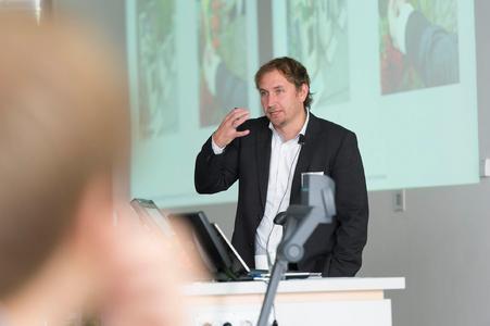 Prof. Dr. Jens Westerheide informierte über die Veränderungen des Handels durch das Internet, aktuelle Trends und Einflussfaktoren sowie Einschätzungen für den grünen Handel