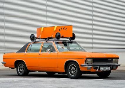 Orange-farbig folierter Diplomat B: 2,8 Liter Luxusliner aus dem Opel Classic Fundus