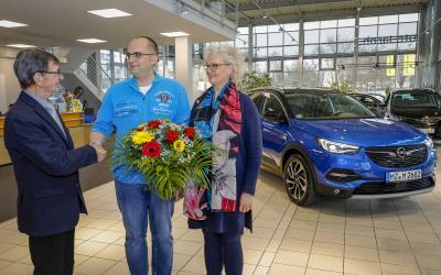 Opel Grandland X fährt mit neuem Top-Benziner bei den Kunden vor