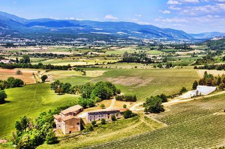 Die Landschaft der Provence mediterranes Klima für fantastische Weine