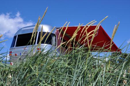Airstream Sondermodell mit roter Markise