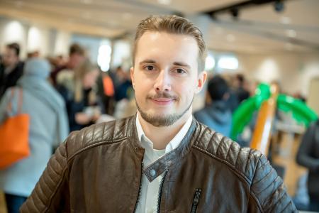 """Der Bad Pyrmonter Michael Urban beginnt an der Hochschule sein Bachelorstudium der Bioverfahrenstechnik. """"Es ist ein tolles Gefühl, dass ich es auch mit Hauptschulabschluss und Fachabitur in der Tasche bis hierhin geschafft habe. Jetzt freue ich mich auf die Studienzeit."""" Foto: Hochschule Osnabrück"""