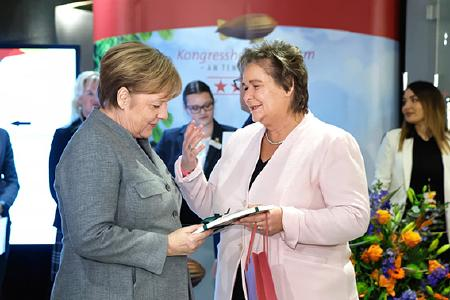 Angela Merkel und Jutta Braun, Geschäftsführerin Kongresshotel Potsdam)
