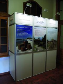 Holistika Stand auf der letzten Mööt mit Angeboten zu Ausbildung und Seminar-Reisen.
