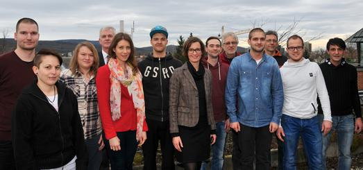 Die neuen Malermeisterinnen und Maler mit Mitgliedern des Prüfungsausschusses und der Handwerkskammer Reutlingen