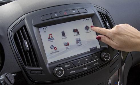 Schneller: Die Navigations-Berechnung in Opel Insignia mit dem Navi 900 IntelliLink der jüngsten Generation erfolgt nun in Echtzeit. Foto Adam Opel AG