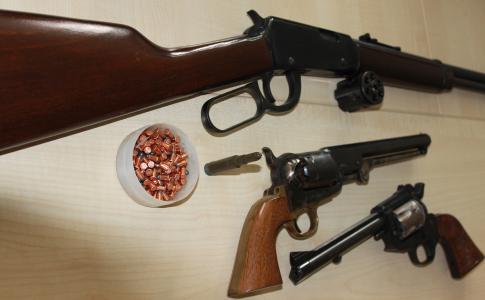 Die Waffenbehörde im Ordnungsamt der Kreisverwaltung kann viele Beispiele zeigen, wenn es um Waffen geht, die sich illegal im Besitz befanden / Foto: Erich Ruhl-Bady