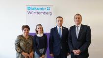 (von links): Gabriele Hönes, Valmira Krasniqi, Arbeits- und Sozialminister Skender Reçica und Oberkirchenrat Dieter Kaufmann