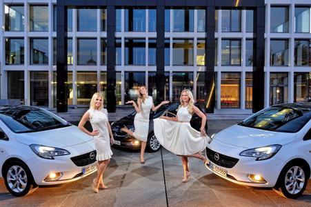 """Drei Engel für Corsa: Die bezaubernden Opel-Markenbotschafterinnen Mila Elegovic, Aleksandra Dojcinovic und Renata Sopek (von links) präsentieren in Zagreb das """"Best Buy Car of Europe for 2015"""" – den neuen Opel Corsa © GM Company"""