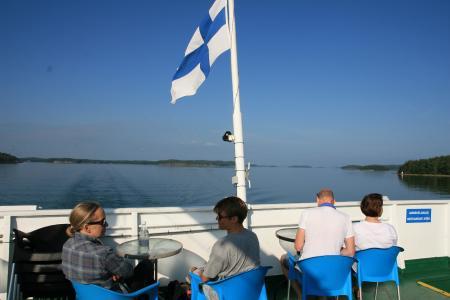 Mit kleinen Fährschiffen durch die finnische Inselwelt, finnische Flagge (c) Daniel Lang, fintouring