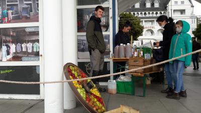 Museumsschiffer holten Äpfel in Glücksburg ab