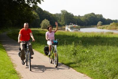 Radfahrer am Weser-Radweg