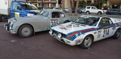 Rallye-Autos im Ziel: Jaguar XK150 FHC und Lancia Beta Montecarlo