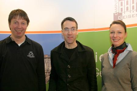 Stuart Pigott hier bei Interviewaufnahmen auf dem Campus Geisenheim mit Campus-Manager Robert Lönarz und der ehemaligen Geschäftsführerin der Campus Geisenheim GmbH Birgit Ritter