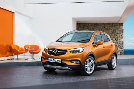 Hell durch die Nacht: Der ab sofort bestellbare neue Opel Mokka X begeistert mit Top-Design, Top-Dynamik und Top-Technologien wie dem neuen adaptiven Fahrlicht AFL+ mit Voll-LED-Scheinwerfern