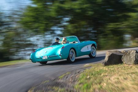 Unterwegs in DER Sportwagenikone Amerikas: Dr. Karl-Thomas Neumann in seiner 1957er Chevrolet Corvette C1 bei der Kronberg Klassik Rallye 2016