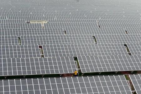 Wenn die bayerischen Solarkraftwerke an verbrauchsschwachen Tagen zu viel Strom  produzieren, speichert das Bayernwerk jetzt die überschüssige Energie in den Heißwasserboilern von rund 200.000 Haushalten im Freistaat. 1,2 Millionen Kilowattstunden Solarstrom kann so gepuffert werden. Foto: obx-news