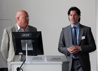 Die Absolventen Joachim Funk (links) und Christian Pohl schätzen den Praxisbezug und die zahlreichen neuen Kontakte, die sie durch das Studium gewonnen haben