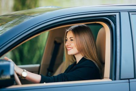 Mit dem richtigen Reifendruck fährt es sich sicherer. In Neuwagen kontrolliert ein Reifendruckkontrollsystem (RDKS), ob der Luftdruck stimmt.