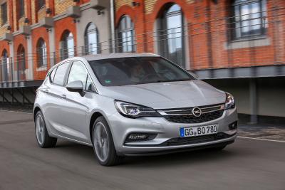 Attraktives Angebot: Clever kalkulierende Gewerbekunden können beim Umstieg auf den Opel Astra dank günstiger Kick-Start-Raten sparen