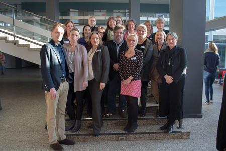 Hochschulpräsident Prof. Dr. Andreas Bertram (li.) begrüßte die Referentinnen und Referenten der 3. Internationalen Fachtagung des Verbundes Hebammenforschung