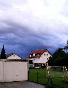 Wenn die Bewohner die Ferien genießen, darf das Dach auch bei Extremwetterlagen keinen Urlaub machen