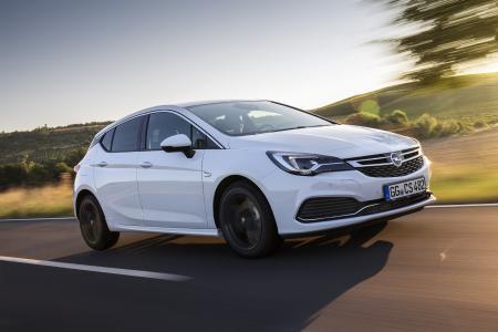 Kluge Daten-Kombi: Die jüngste Generation des adaptiven Geschwindigkeitsreglers im Opel Astra stützt sich nicht allein auf die Radarsensoren, sondern zieht auch die Signale der Frontkamera hinzu