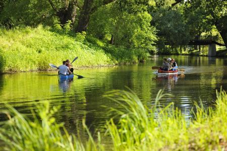 Der Braunschweiger Fluss Oker bietet vor allem im Sommer Raum für sportliche Aktivitäten und erholsame Stunden. (Foto: Braunschweig Stadtmarketing GmbH/Daniel Möller)