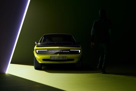 New Opel Manta GSe ElektroMOD Shows Beaming Smile